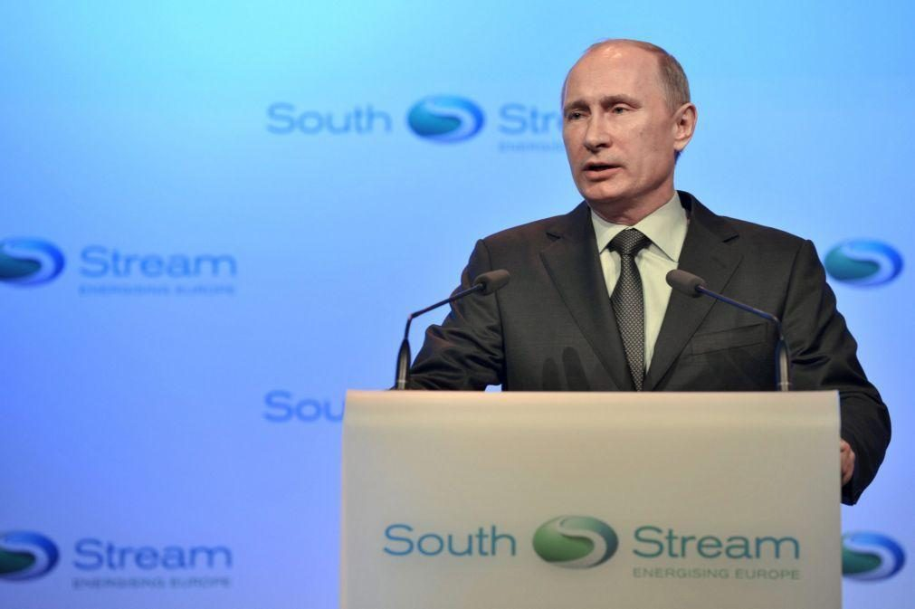 Bielorrússia: Putin manifesta apoio a Lukashenko para uma reforma constitucional