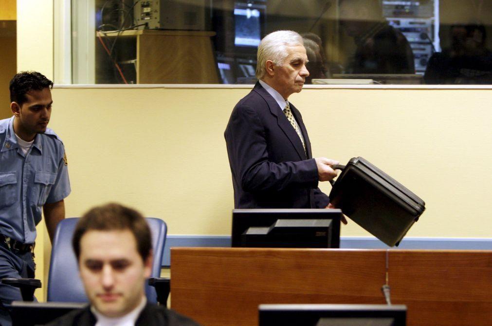 Ex-dirigente dos sérvios bósnios condenado por crimes de guerra morre de covid-19