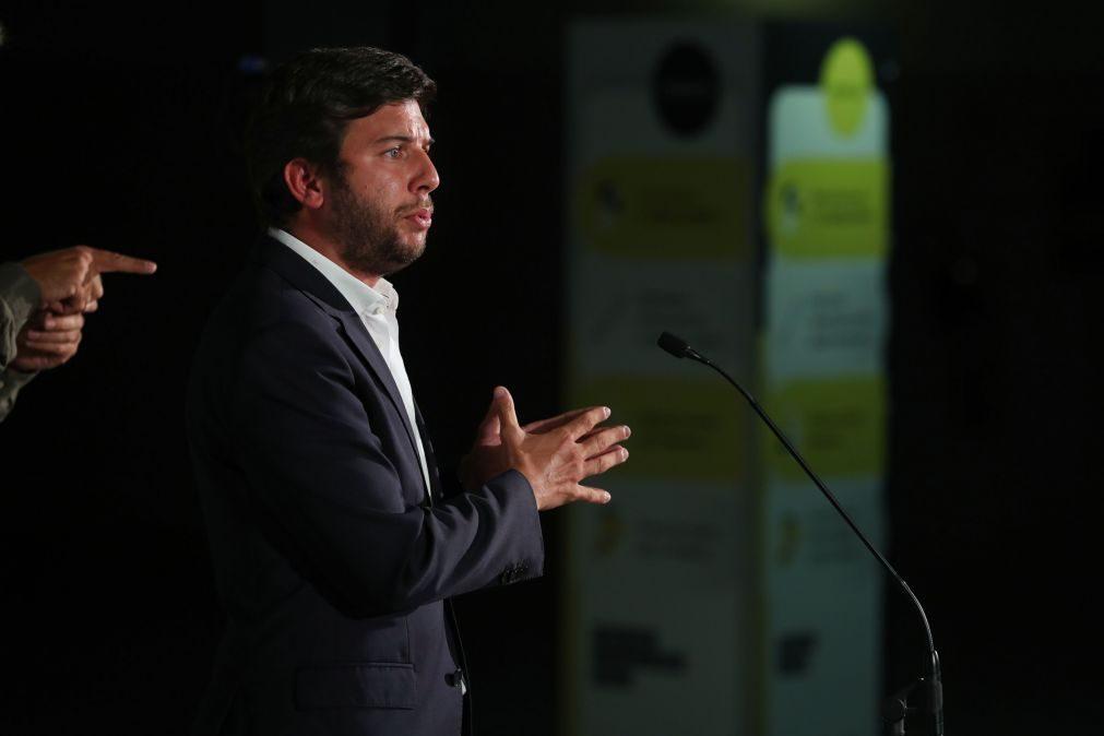 Líder do CDS critica apoio de Costa ao presidente do Benfica