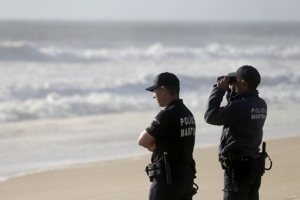 Autoridades procuram 30 migrantes avistados a desembarcar na ilha Deserta em Faro