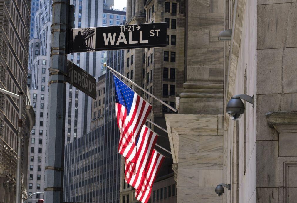Wall Street sobe após publicação de dados que apontam recuperação económica