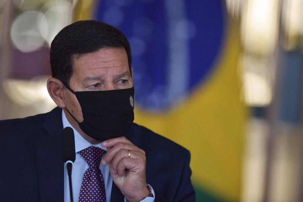 Vice-PR brasileiro diz que opositor dentro do Governo divulga dados negativos sobre queimadas