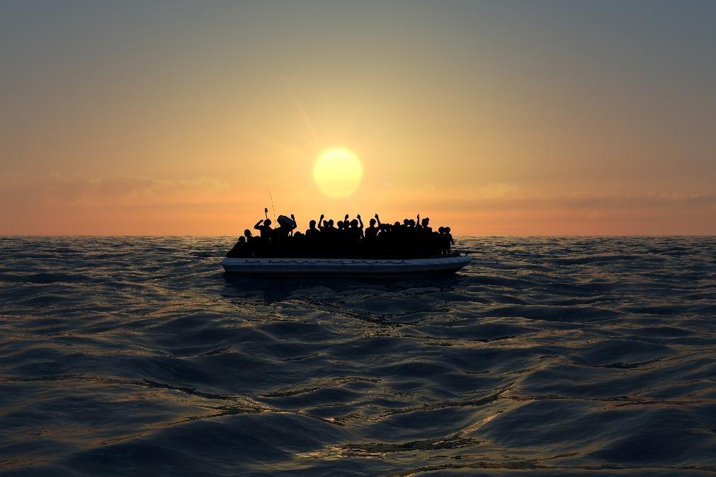 Barco de migrantes chega a Portugal com grávida e adolescente a bordo