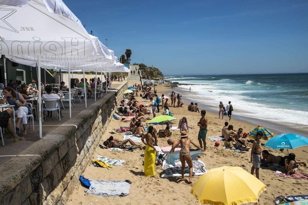 Interditados banhos na praia de São Pedro do Estoril por água estar imprópria