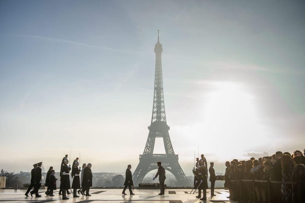 Covid-19: França ultrapassa 31 mil mortos devido à pandemia