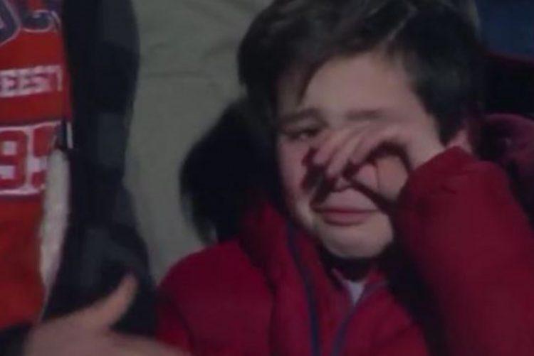 Vídeo chocante: pai agride filho em direto na TV após derrota do Sporting