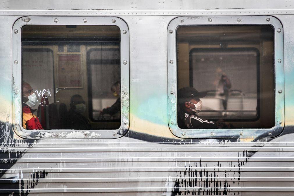 Covid-19: Pessoas tentam evitar ajuntamentos nos transportes em Lisboa mas têm dificuldade