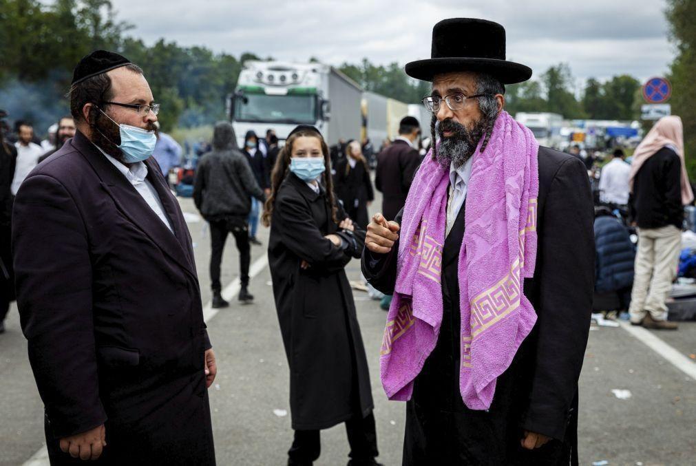 Covid-19: Ucrânia alerta peregrinos judeus na fronteira para regressarem a casa