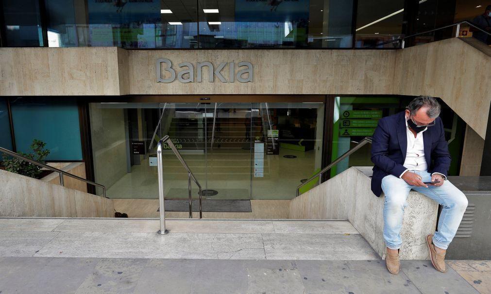 Aprovada fusão entre CaixaBank e Bankia que cria gigante financeiro em Espanha