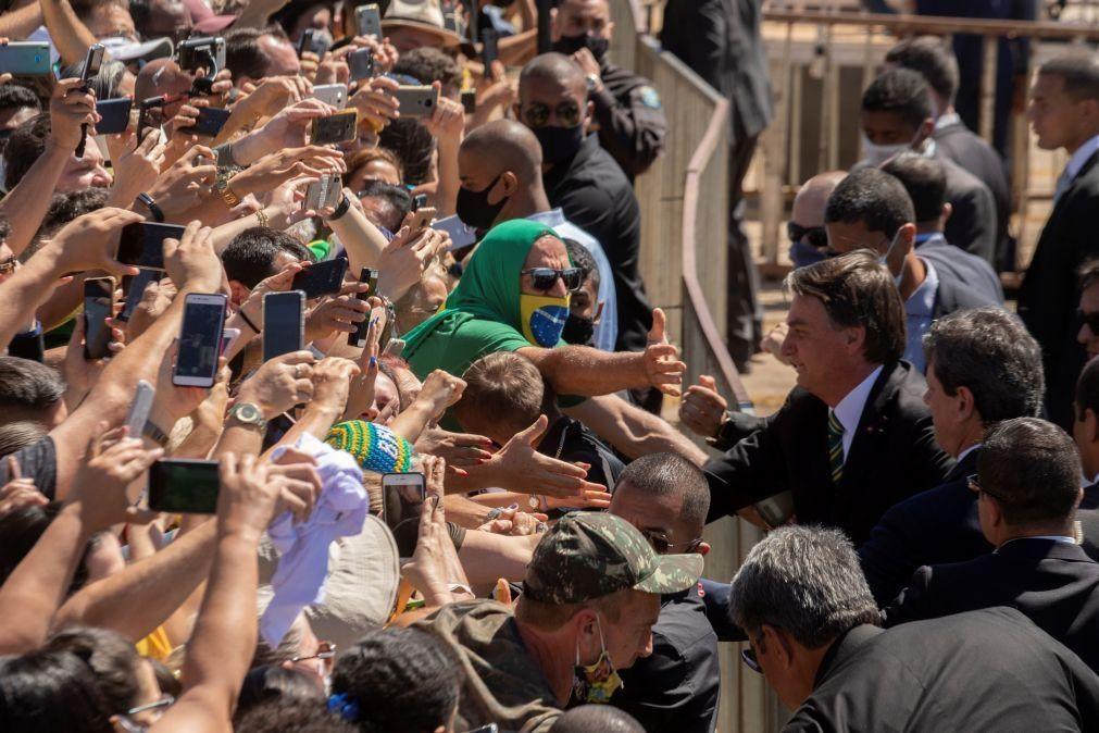Covid-19: Bolsonaro diz que ficar em casa na pandemia é para