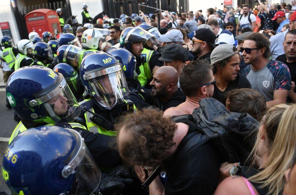 Covid-19: Confrontos em Londres entre polícia e opositores das restrições devido à pandemia