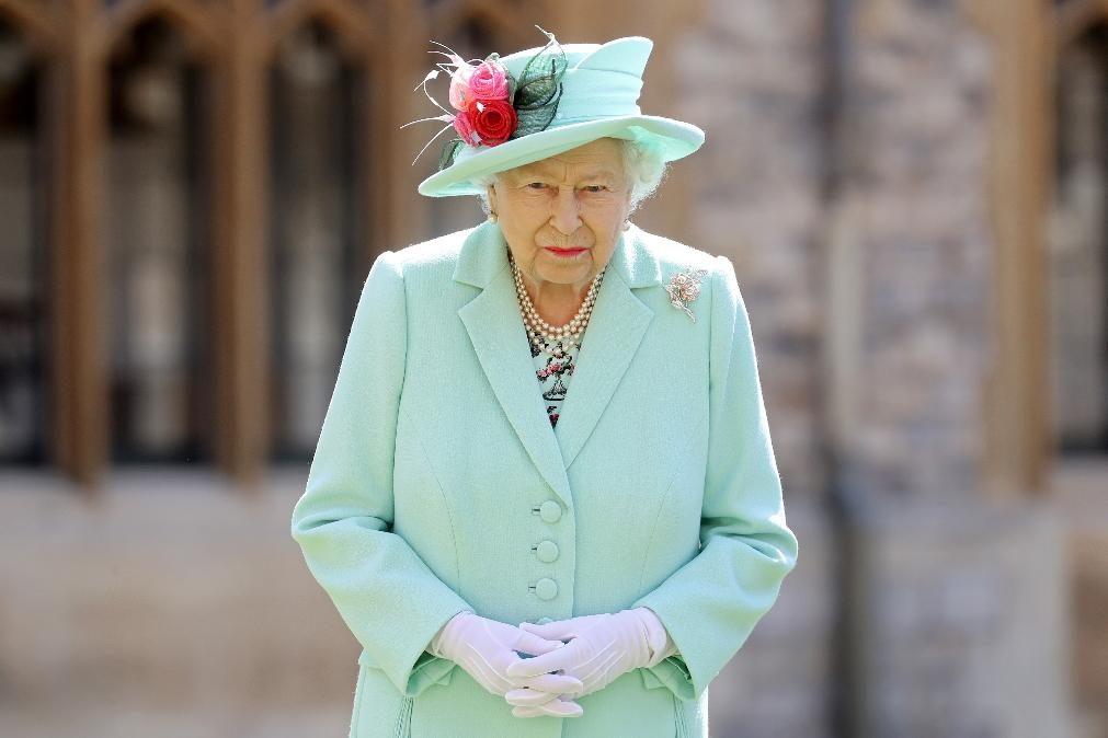 Revelada carta inédita escrita pela rainha Isabel II após morte da princesa Diana