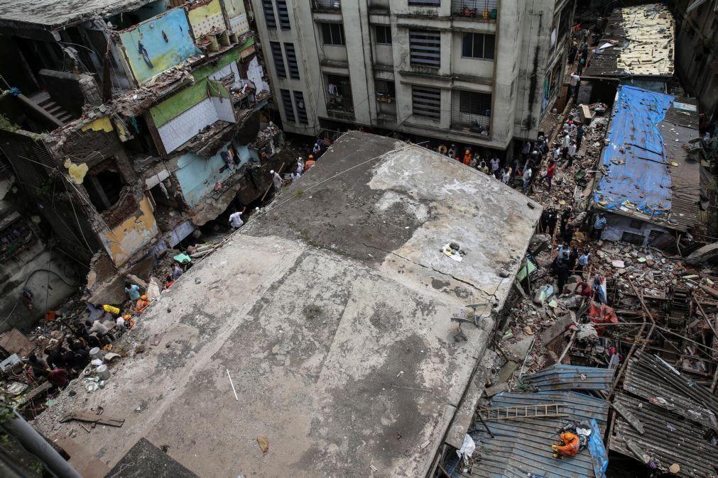 Sobe para 26 número de mortes em desabamento de prédio na Índia