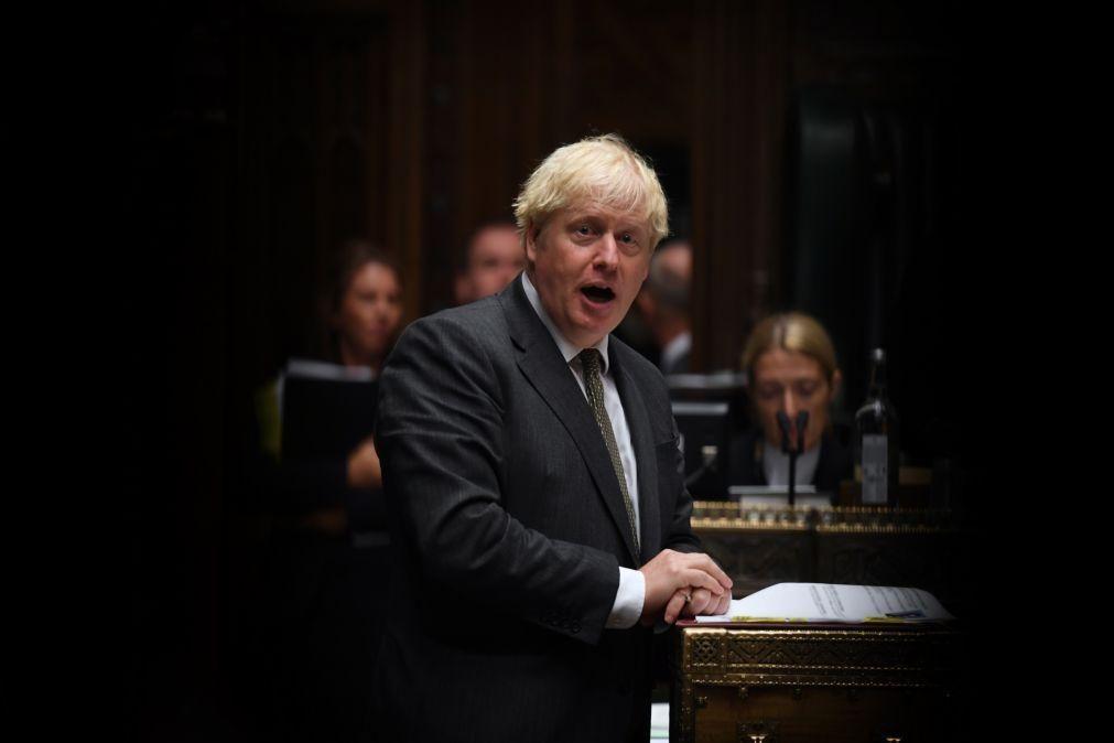 Covid-19: Boris Johonson apela a líderes mundiais para se unirem contra