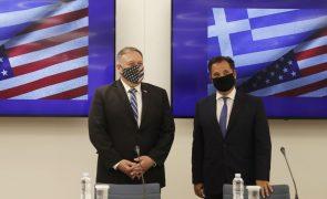 Mike Pompeo e MNE da Grécia concordam em resolver diferendo turco pacificamente