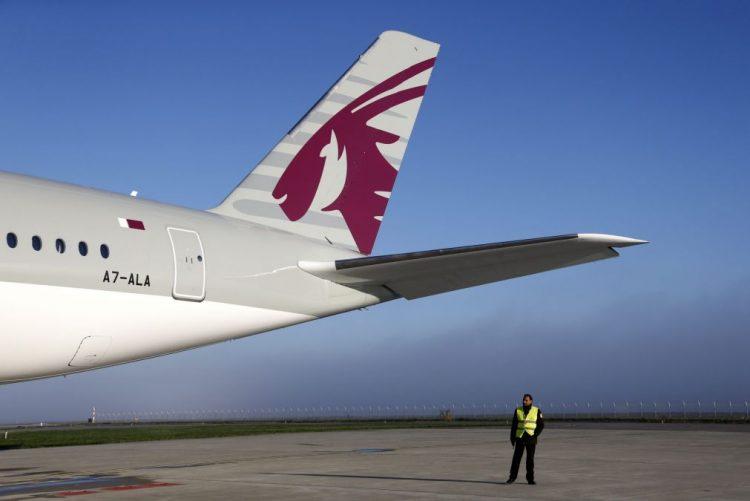Passageiros do voo da Qatar prosseguem viagem na 2.ª feira às 09:00