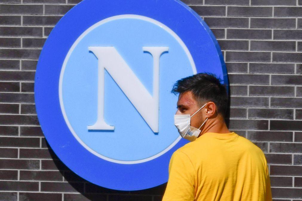 Covid-19: Nápoles confirma segunda caso positivo no plantel de futebol