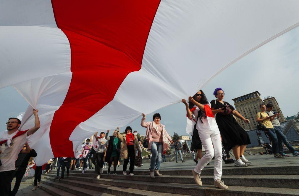 Bielorrússia: Detenções e jatos de água para dispersar milhares de manifestantes em Minsk