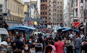Covid-19: Brasil soma 365 mortes e 8.456 casos em 24 horas