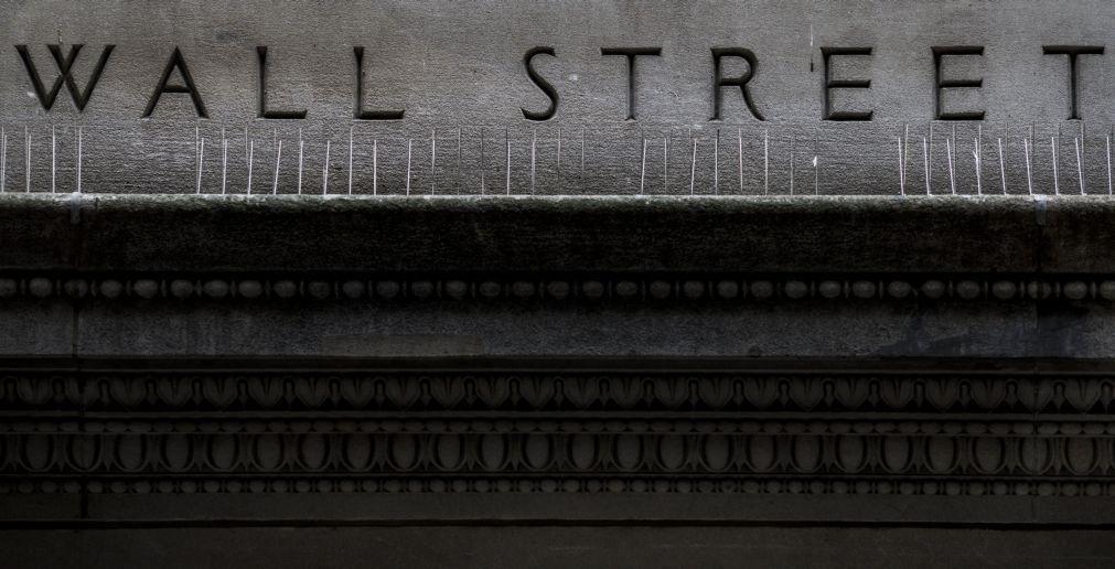 Wall Street abre semana em terreno positivo com Trump em foco