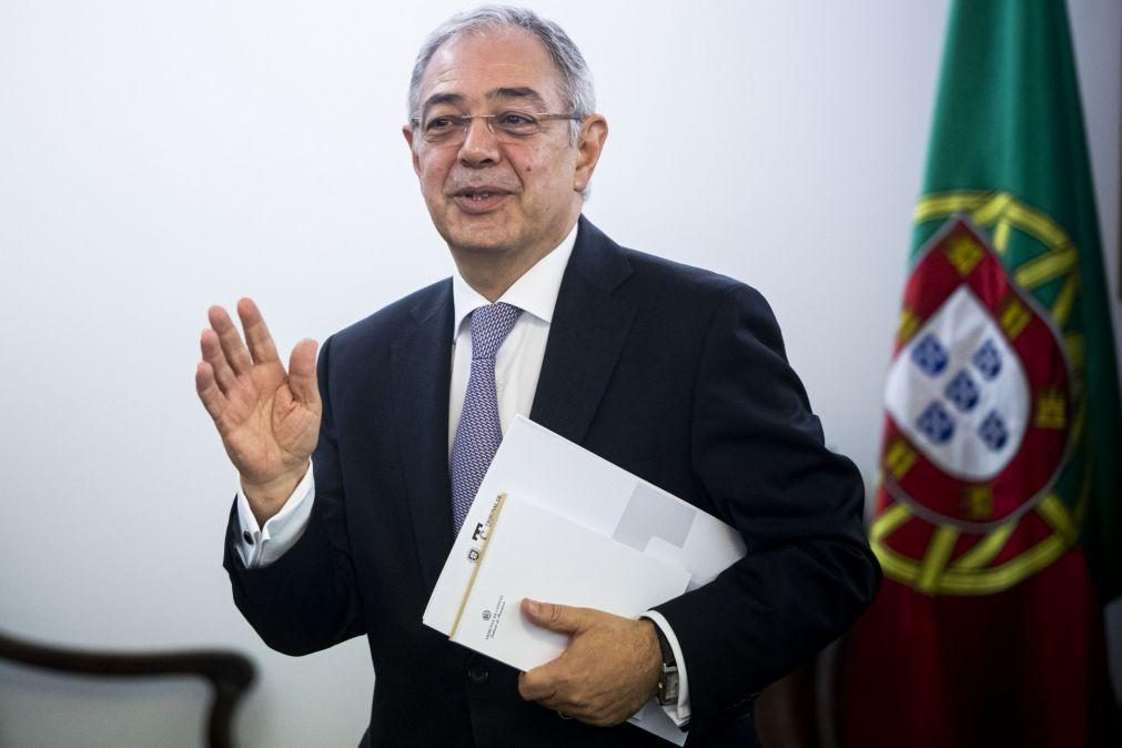 Marcelo condecora Vítor Caldeira no dia em que sai da presidência do Tribunal de Contas