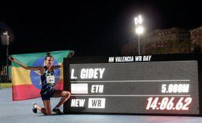 Etíope Letensebet Gidey bate recorde do mundo dos 5.000 metros