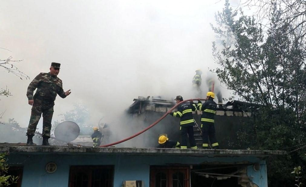 Nagorno-Karabakh: Cidade de Stepanakert bombardeada durante a noite