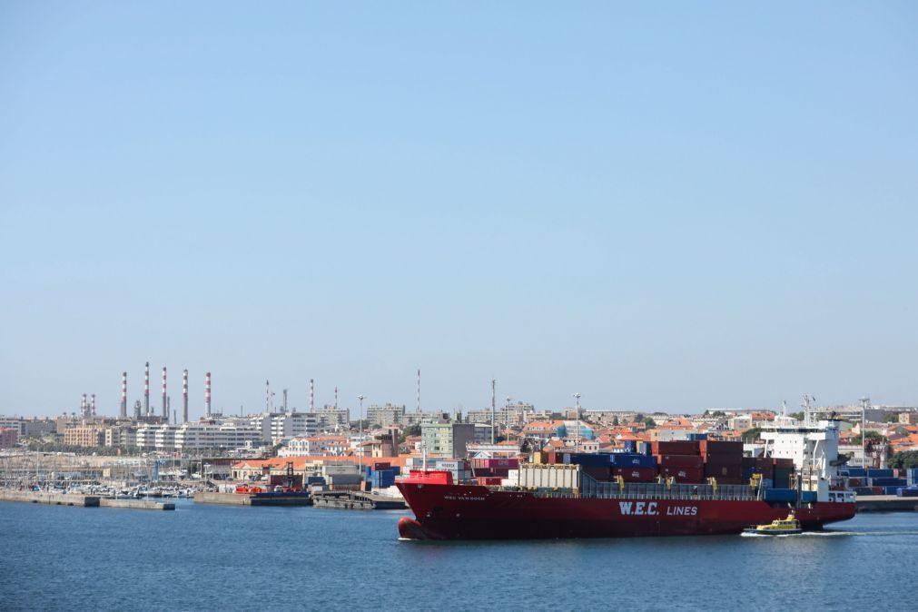 Exportações abrandam queda em agosto para 1,4% e importações para 11,6%