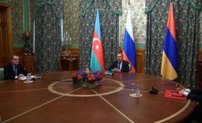 Nagorno-Karabakh: Arménia e Azerbaijão discutem conflito em Moscovo noite dentro