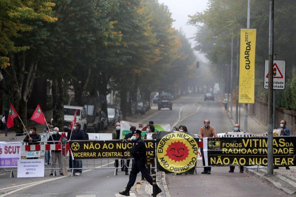 Cimeira Ibérica: Manifestantes exigem fecho de Almaraz, fim de portagens e reposição de comboios