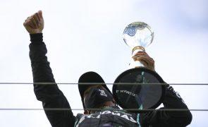 Lewis Hamilton chega aos 91 triunfos na Fórmula 1 em casa de Schumacher
