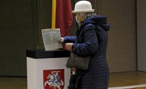 Oposição conservadora vence primeira volta das eleições legislativas na Lituânia