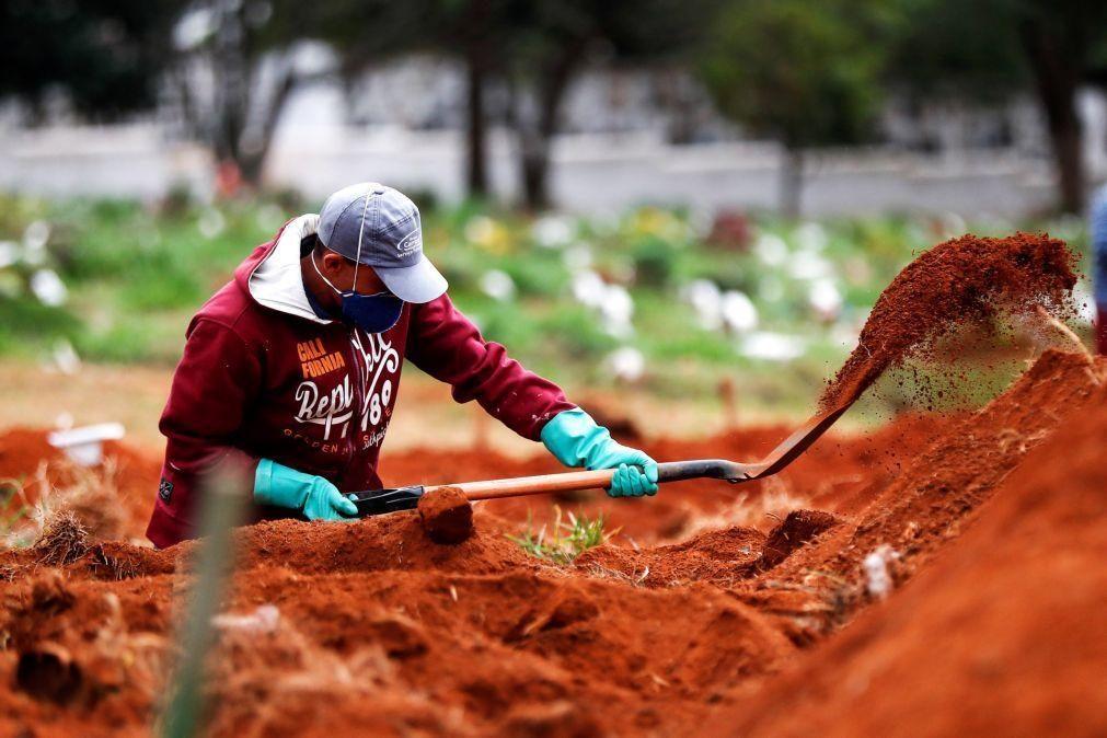 Covid-19: Pandemia já fez pelo menos 1,077 milhões de mortos em todo o mundo