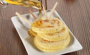 Panquecas Simples Aprenda a fazer esta receita com massa fofa e deliciosa