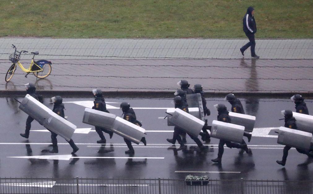 Minsk ameaça recorrer a balas reais para travar protestos
