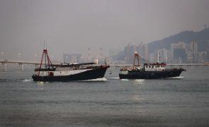 Macau baixa alerta de tempestade, tufão afasta-se do território
