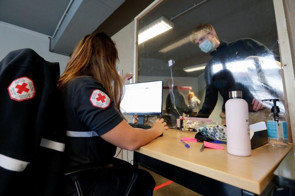 Covid-19: Bélgica duplica semanalmente o número de infeções