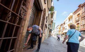Catalunha fecha bares e restaurantes e reduz lotação em centros comerciais
