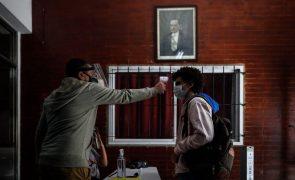 Covid-19: Argentina passa a quinto país com mais casos, mais de 931 mil