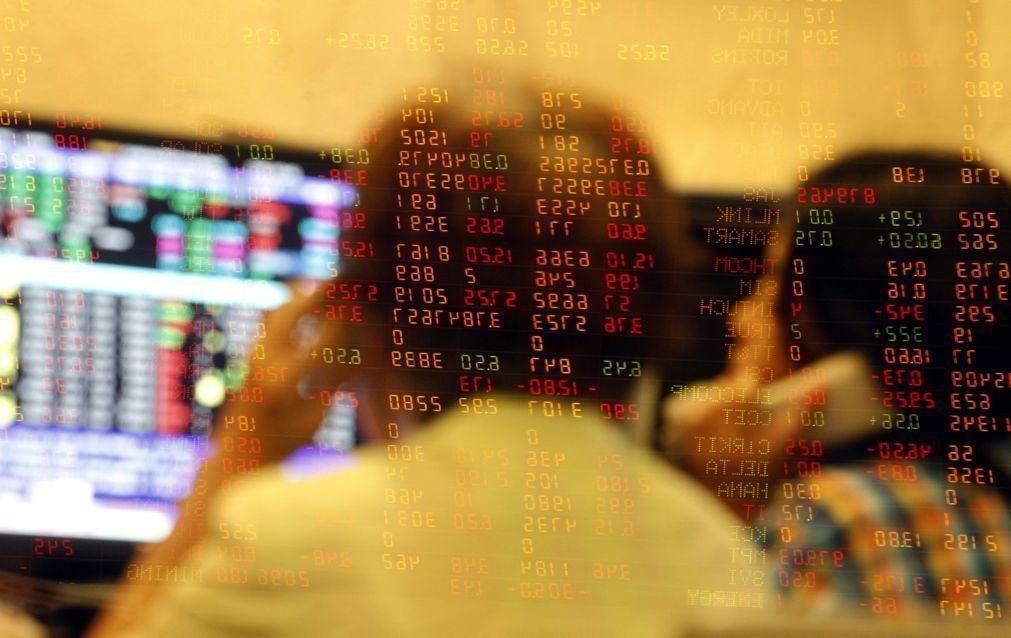 Bolsas europeias em baixa, preocupadas com as novas restrições