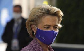Covid-19: Von der Leyen deixa Conselho Europeu após contacto com infetado