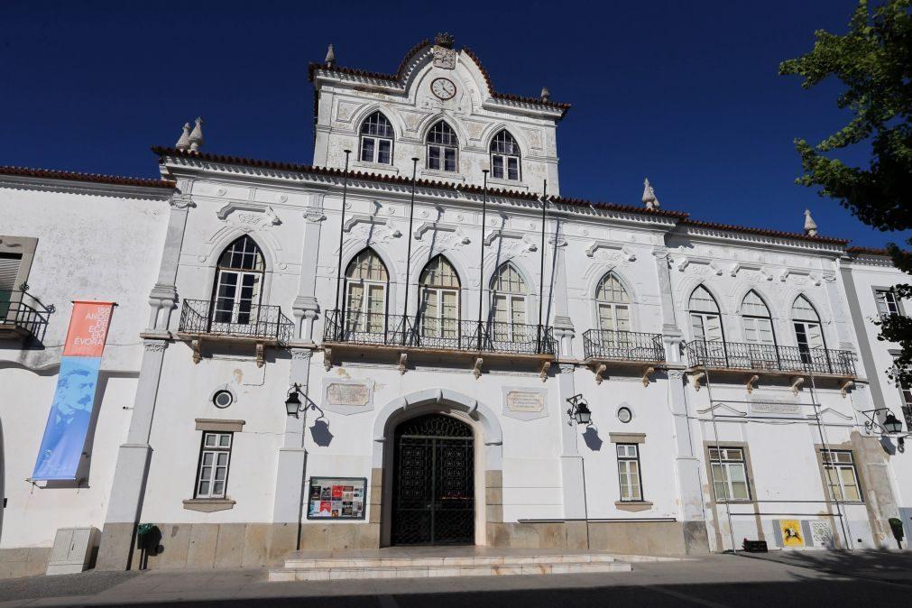Covid-19: Quase metade dos casos do surto no lar ilegal de Évora recuperou da doença