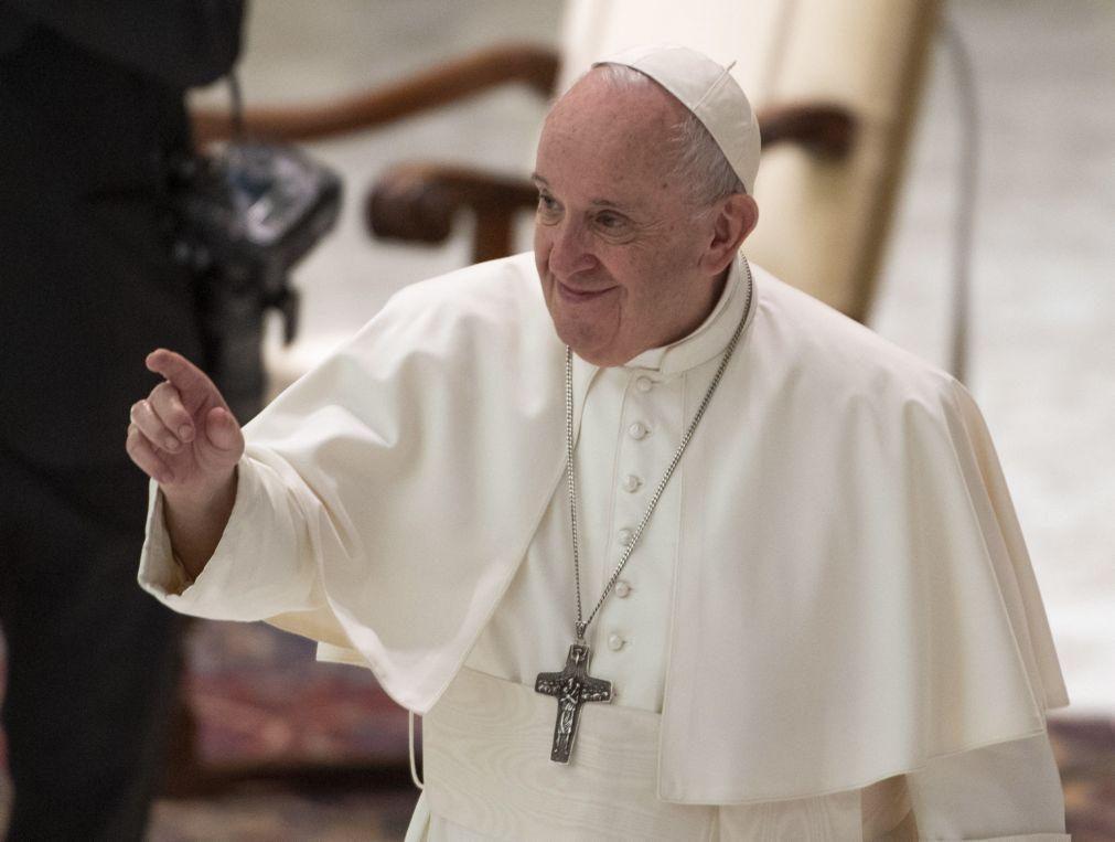 Papa Francisco alerta para