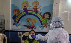 Covid-19: Índia com 895 mortos e 63.371 casos nas últimas 24 horas