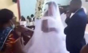 Mulher acaba com o casamento do marido com outra mulher