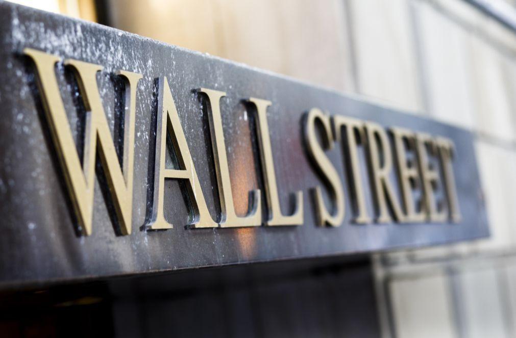 Bolsa de Nova Iorque negoceia em alta animada por subida das vendas a retalho