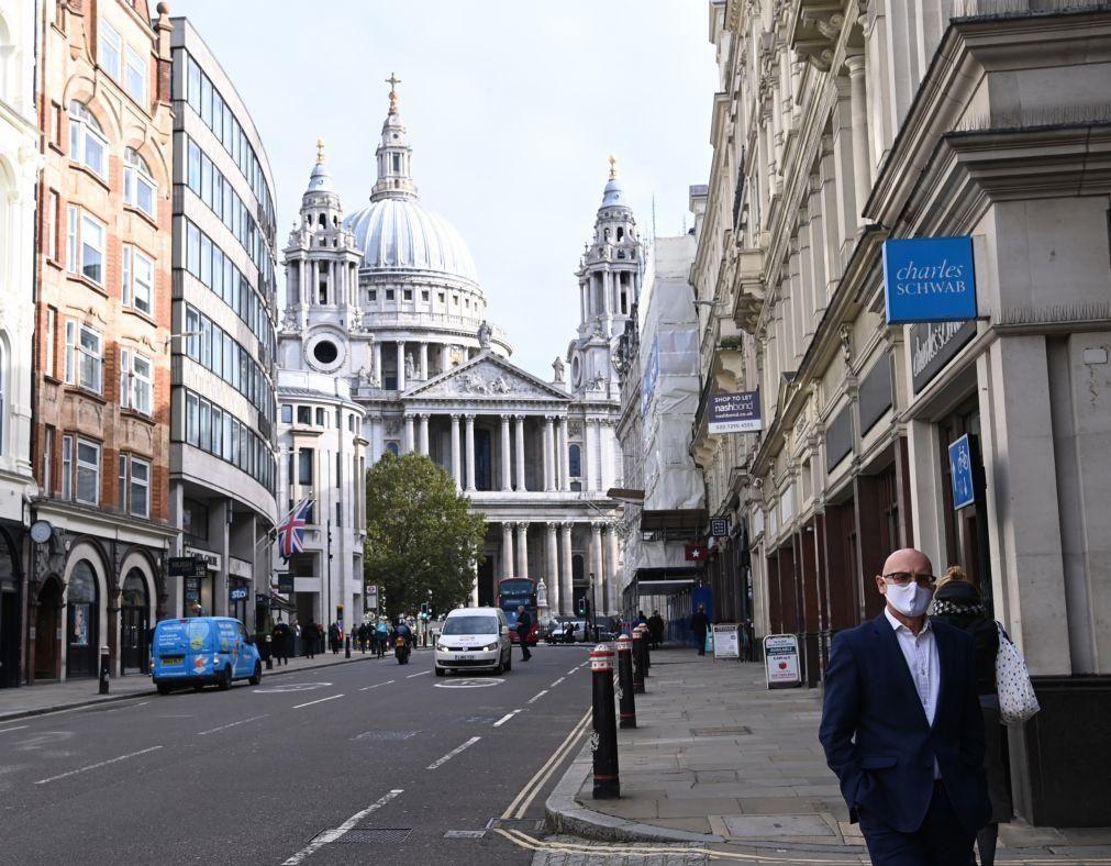 Covid-19: Reino Unido registou mais 136 mortes, número de novas infeções desceu