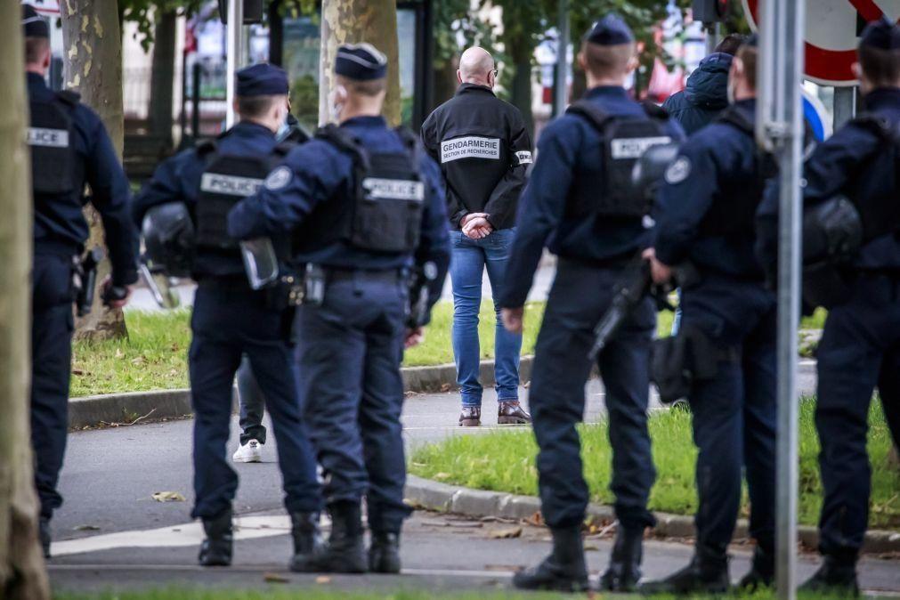 Suspeito de decapitação em Paris terá gritado «Allah 'Akbar» quando foi baleado