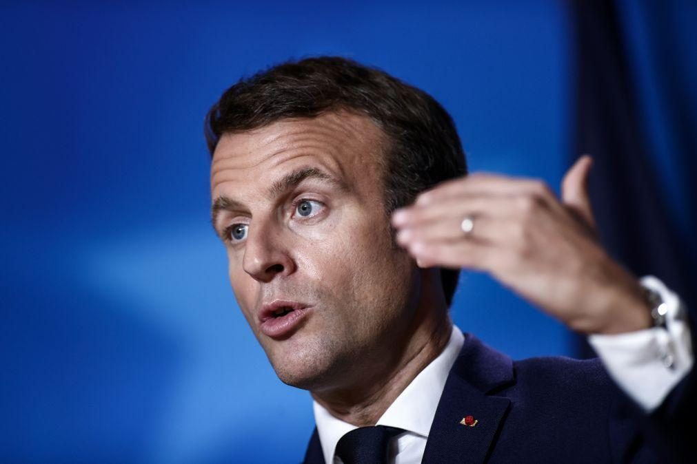 Macron classifica decapitação em França como «ataque terrorista islâmico»