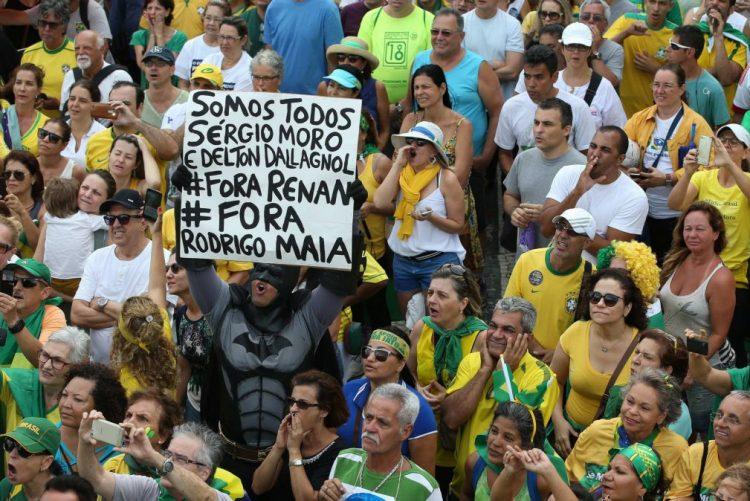 Dezenas de milhares de brasileiros voltam a encher as ruas contra a corrupção